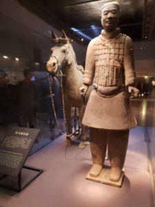 馬を連れている兵馬俑