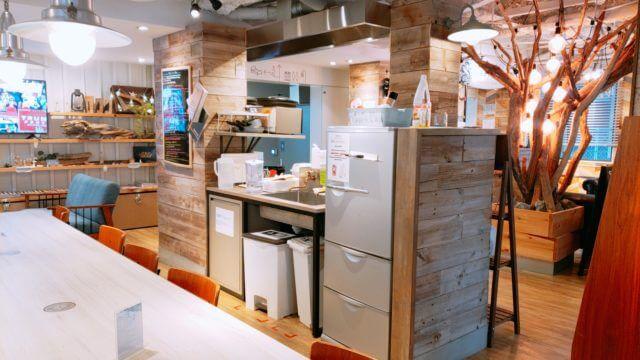 東京のゲストハウスのキッチン